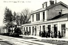 BAR-sur-SEINE-Aube-Vue-interieure-de-la-gare-arrive-un-train