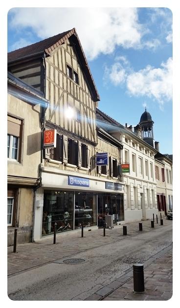 BAR-SUR-SEINE- Maison située mi hauteur de la Grande Rue de la Résistance