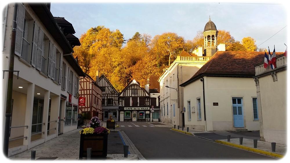 Bar-Sur-Seine, centre historique et touristique en automne
